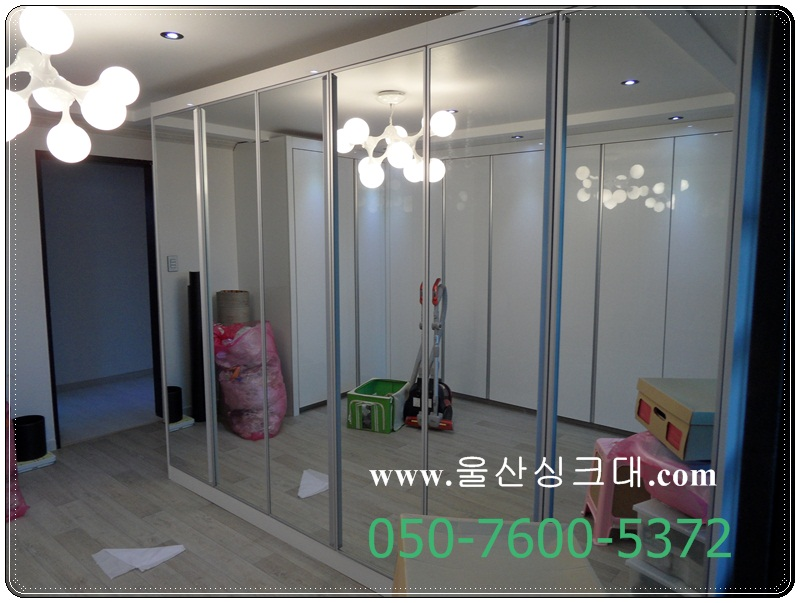 88SAM_드레스룸 거울문 사용.JPG