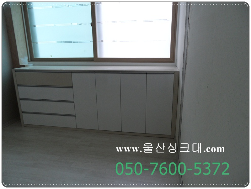 88SAM_작은방 확장 창문밑 수납장.JPG