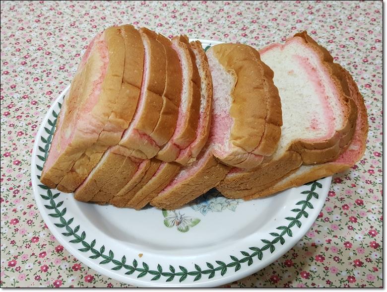 딸기마블순쌀식빵 (4).jpg