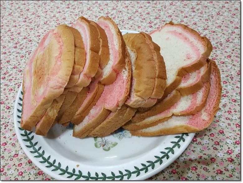 딸기마블순쌀식빵 (6).jpg