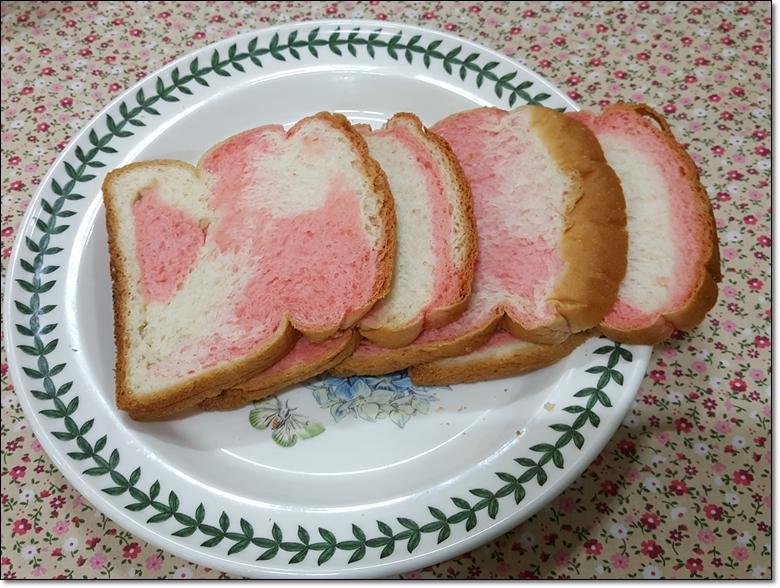 딸기마블순쌀식빵 (7).jpg