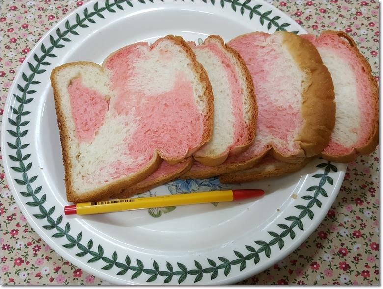 딸기마블순쌀식빵 (8).jpg