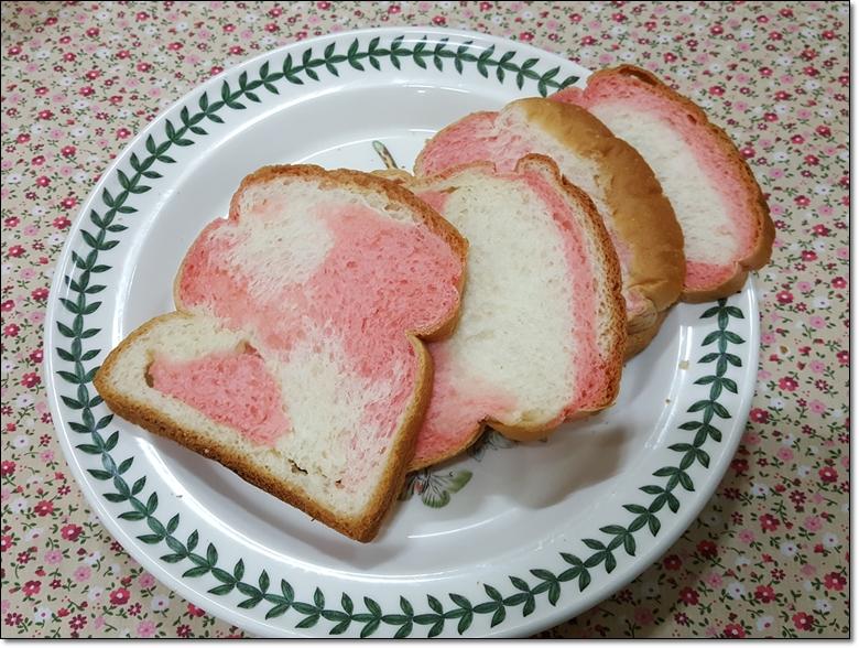 딸기마블순쌀식빵 (9).jpg