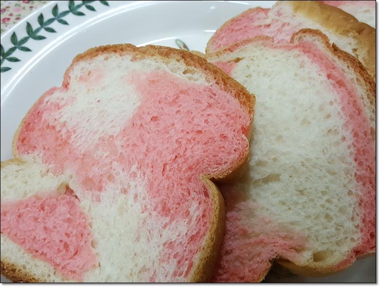 딸기마블순쌀식빵 (10).jpg